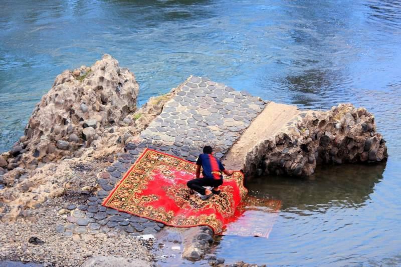carpet-washing-hand-wash-river